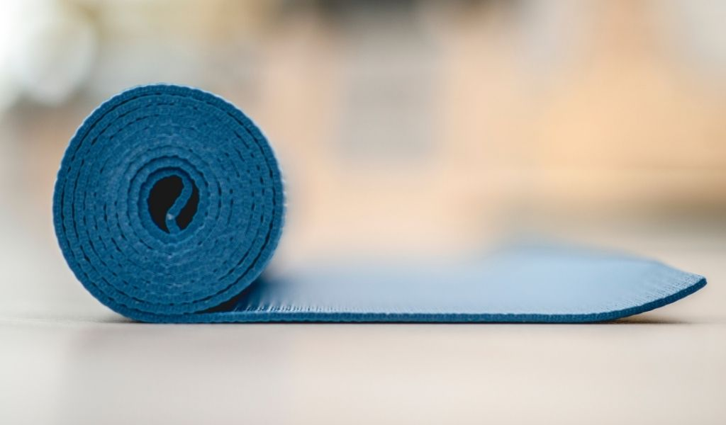Read more about the article What Size Yoga Mat Do I Need?