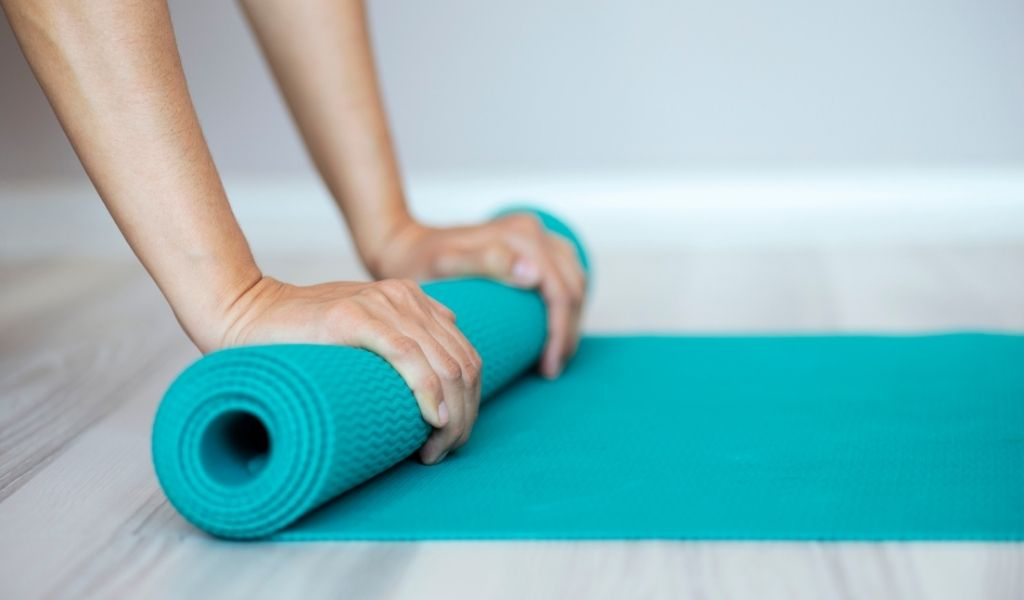 Read more about the article How Do I Choose a Yoga Mat?